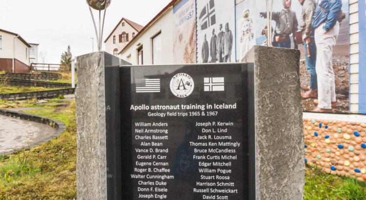 A monument to the training of the Apollo astronauts near Húsavík during the 1960s.